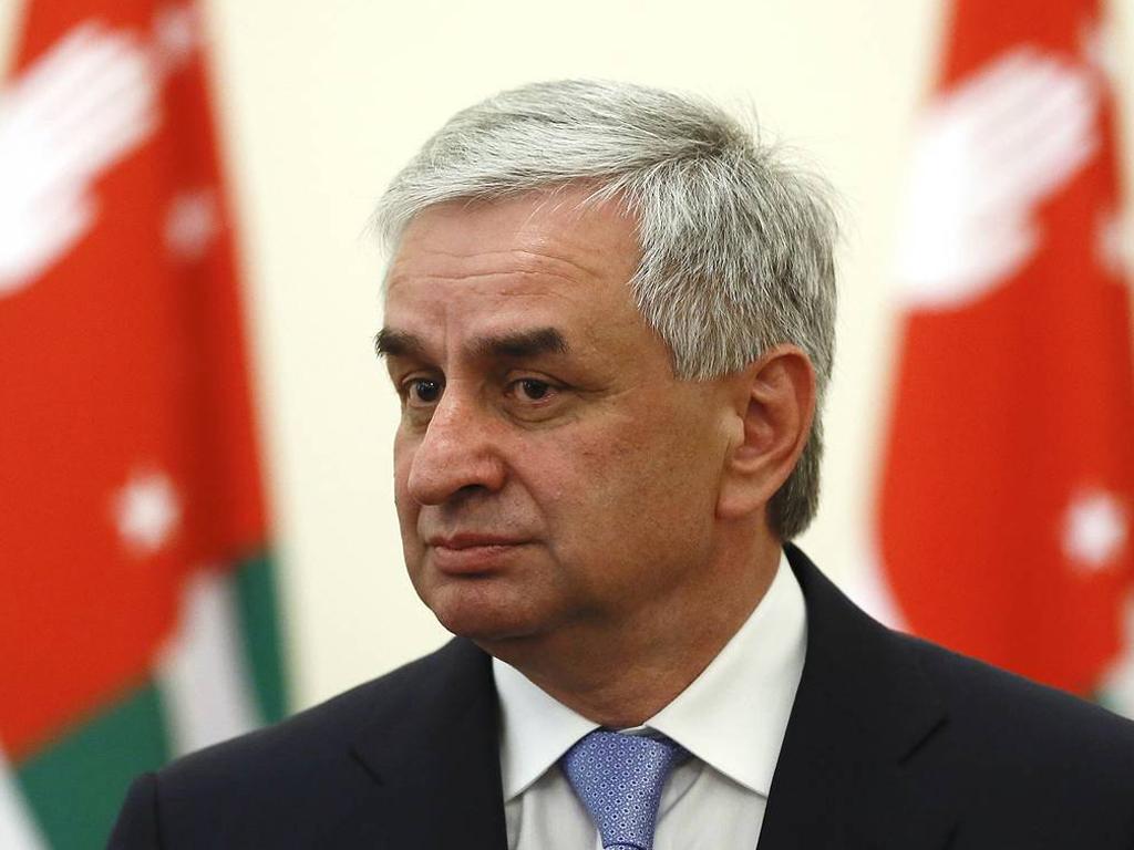 ЦИК Абхазии: Победу во втором туре президентских выборов с минимальным перевесом одержал Рауль Хаджимба
