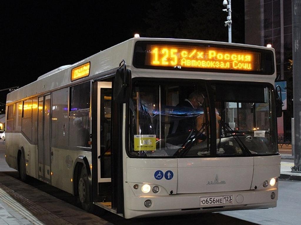 В Сочи продлили график работы общественного транспорта
