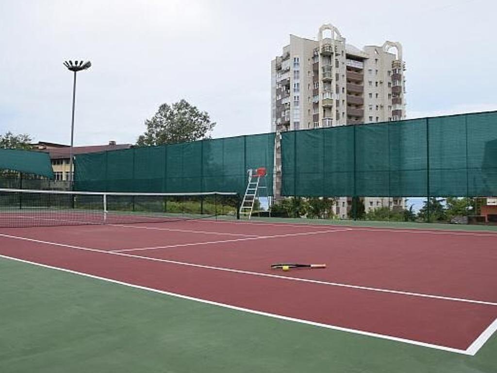 В Сочи отремонтировали теннисную площадку